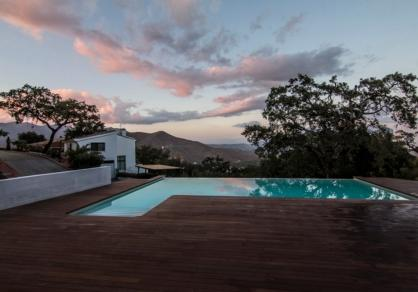 3 Bedroom Coastal Property Country Style Living for Sale in Marbella
