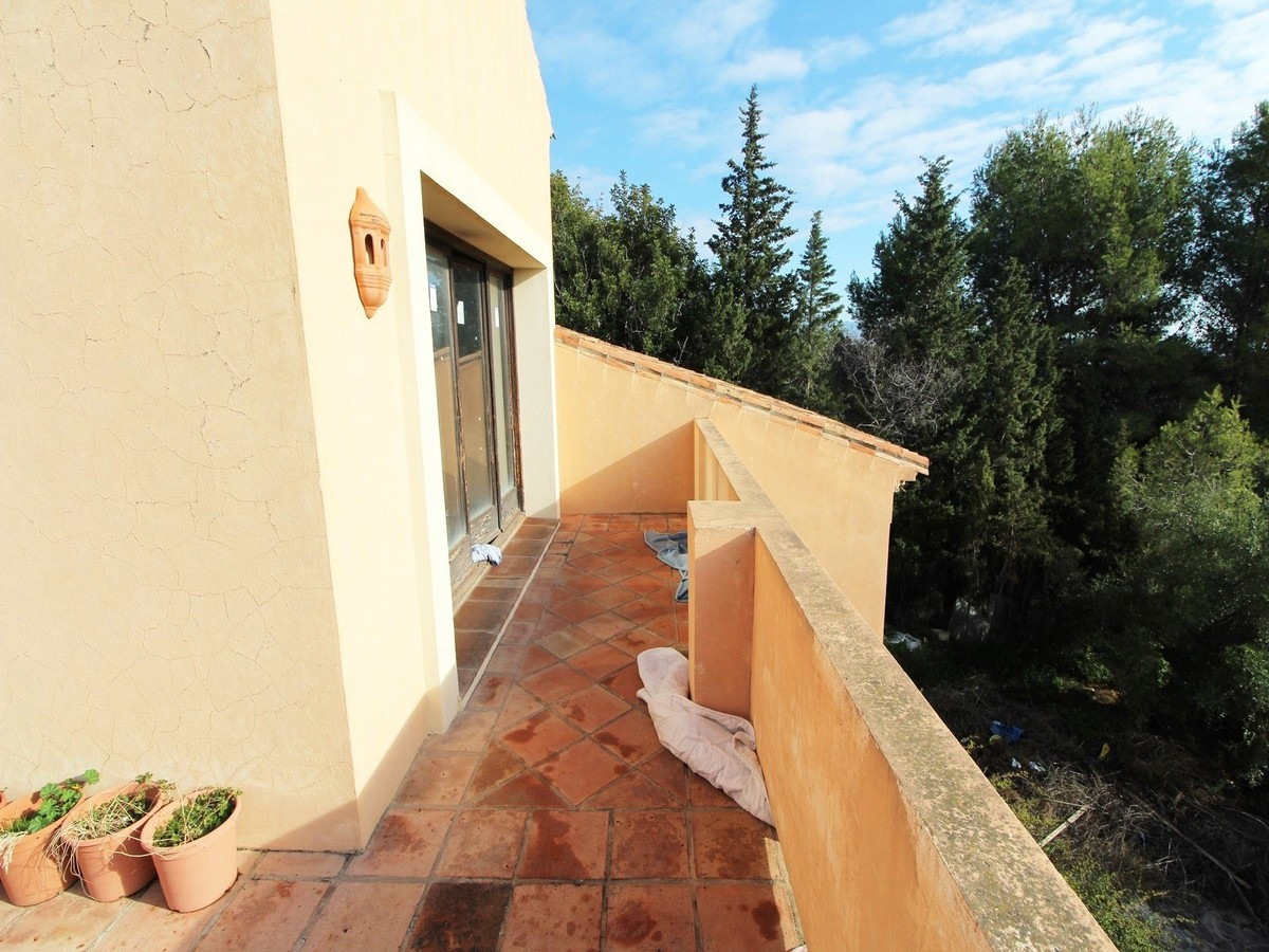 5 Bedroom property to rennovate for Sale in Estepona