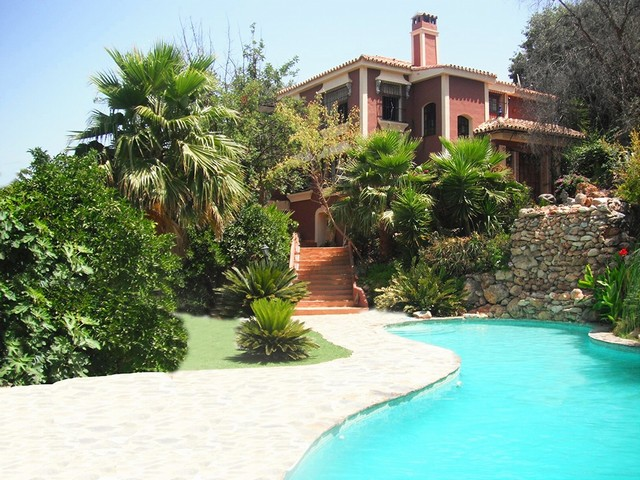 11 Bedroom Bed and Breakfast for Sale in Alhaurin El Grande  