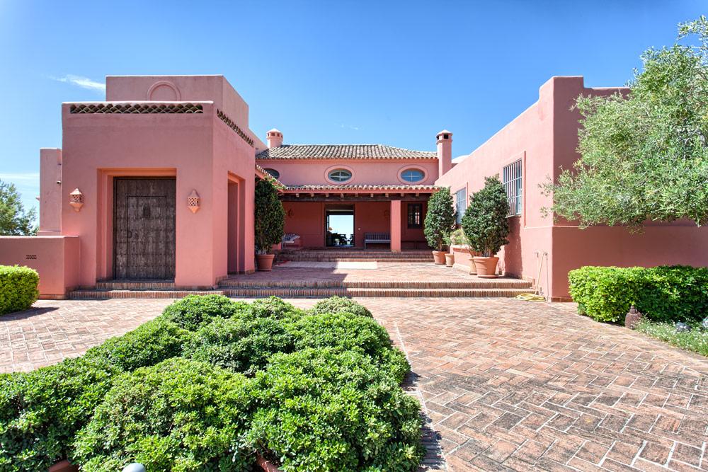 5 Bedroom Luxury Country Villa for Sale in Benahavis |