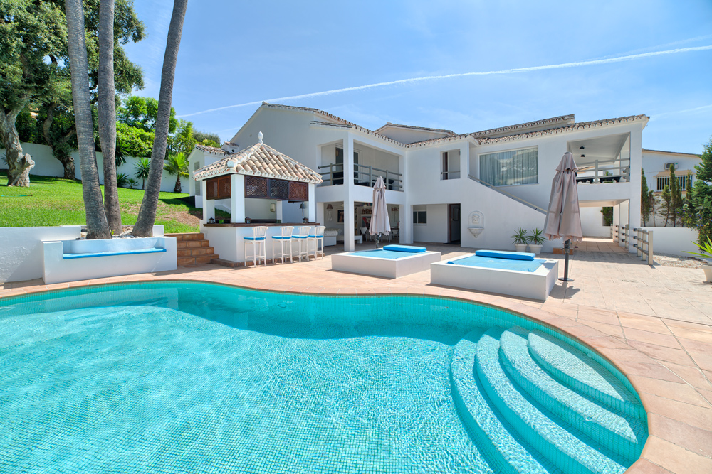 5 Bedroom contemporary villa for Sale in Marbella |