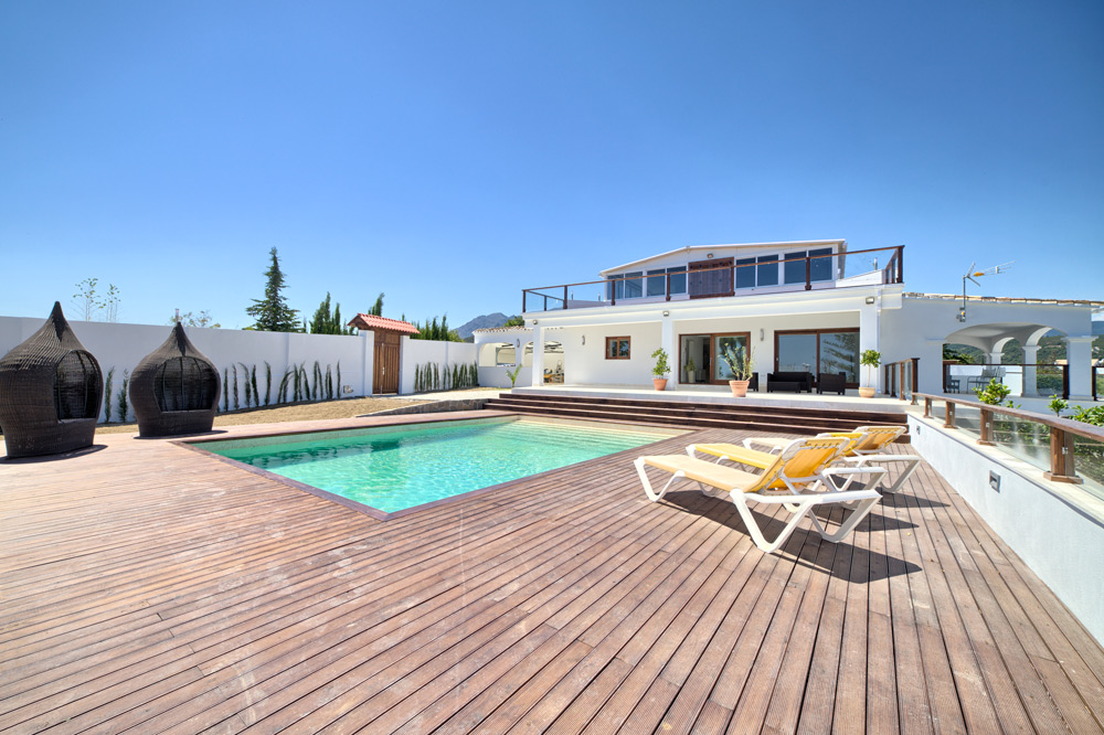 4 Bedroom contemporary villa for Sale in Estepona |
