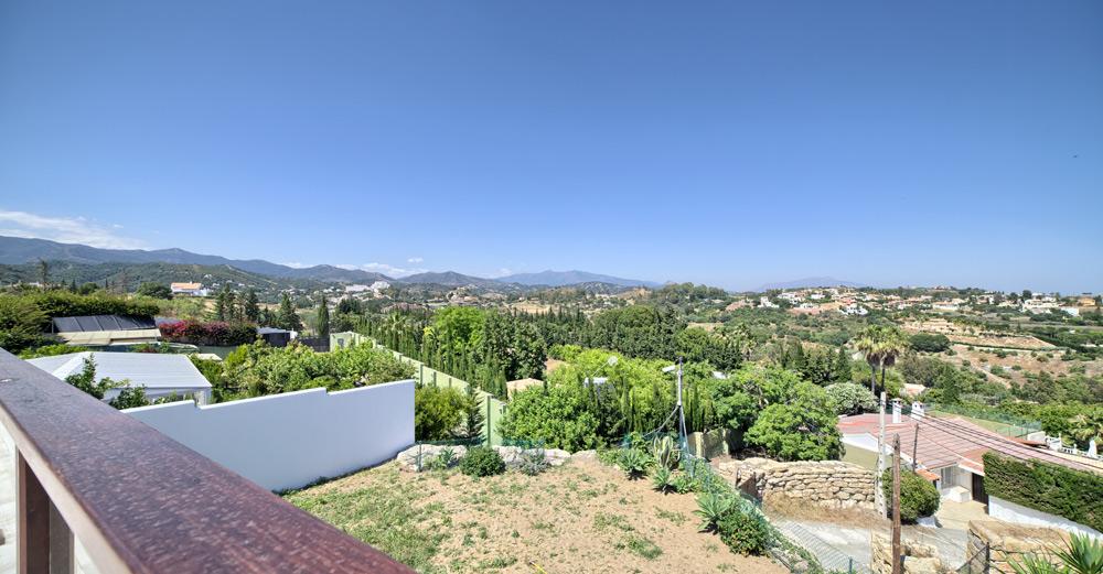 4 Bedroom contemporary villa for Sale in Estepona |