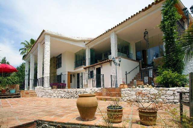 7 Bedroom Bed and Breakfast for Sale in Marbella |