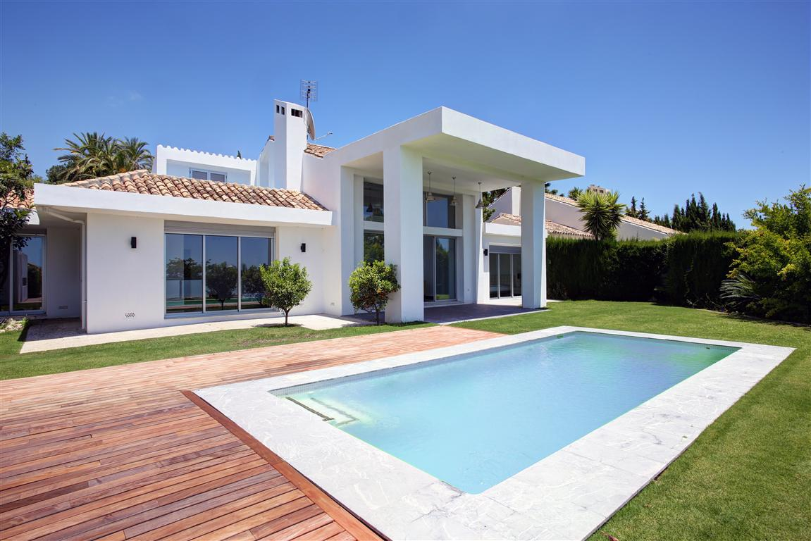4 Bedroom contemporary villa for Sale in Nueva Andalucia |