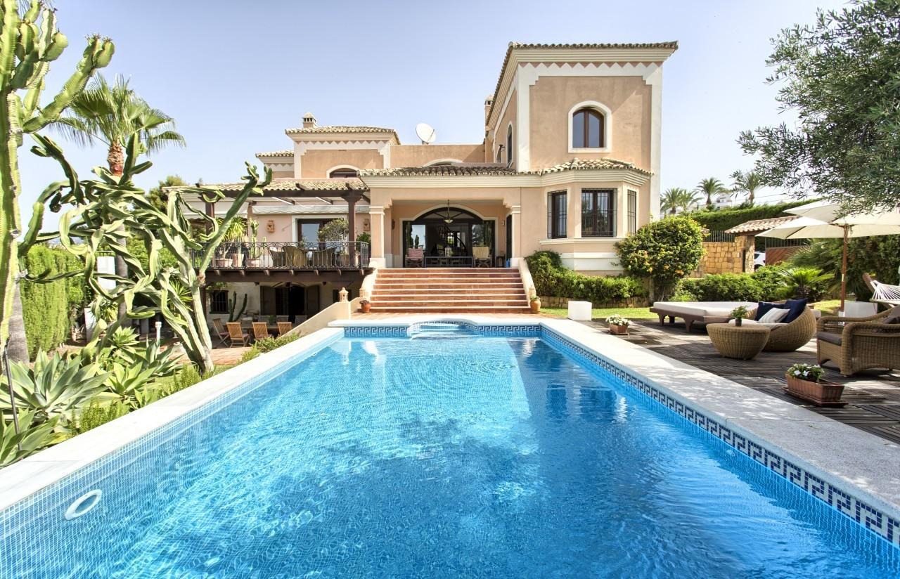 5 Bedroom Villa for Sale in Nueva Andalucia |