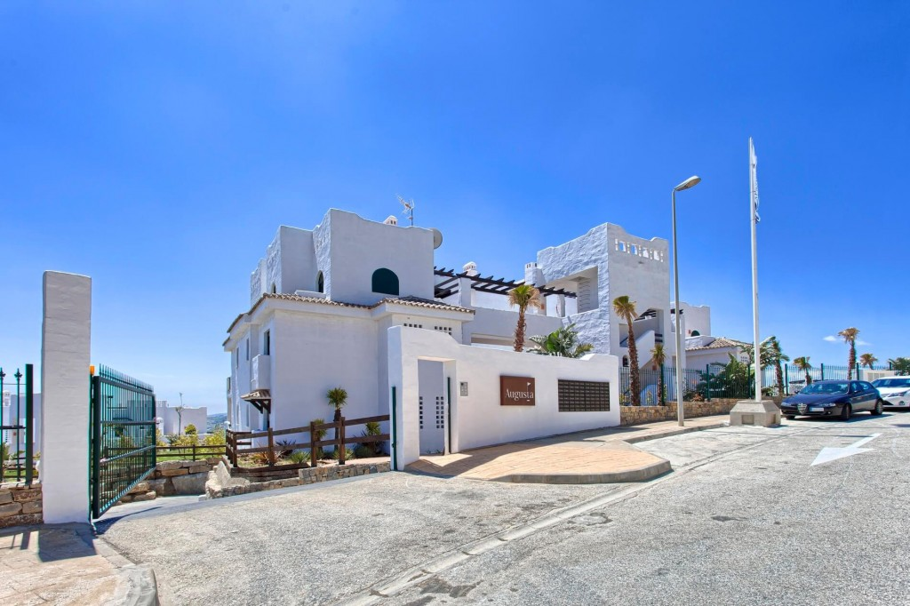 2 Bedroom Apartment for Sale in Casares |