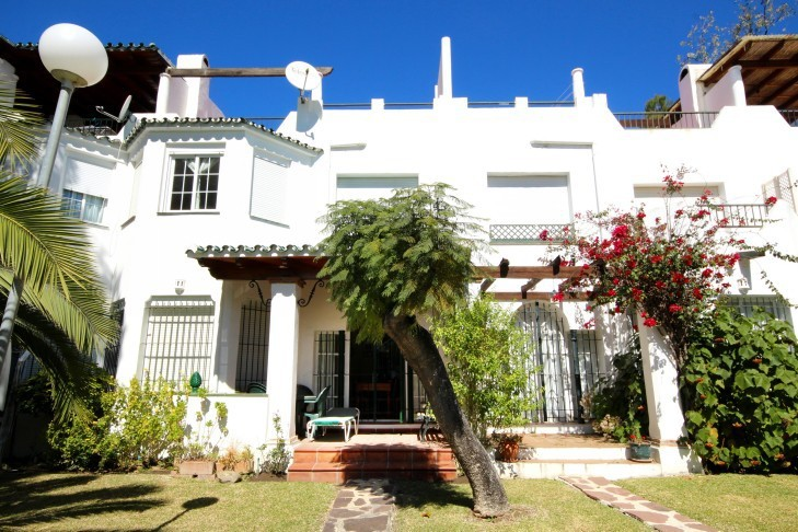 3 Bedroom Town House for Sale in Nueva Andalucia |