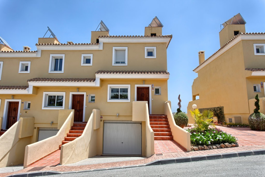 3 Bedroom Town House for Sale in El Paraiso |