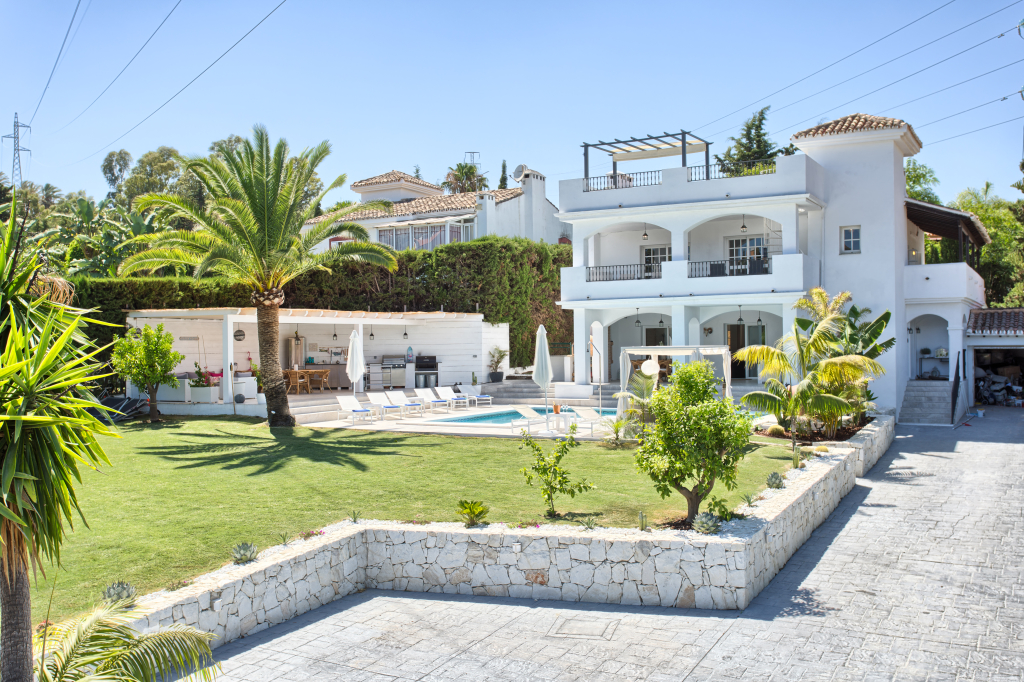 4 Bedroom contemporary villa for Sale in Marbella |