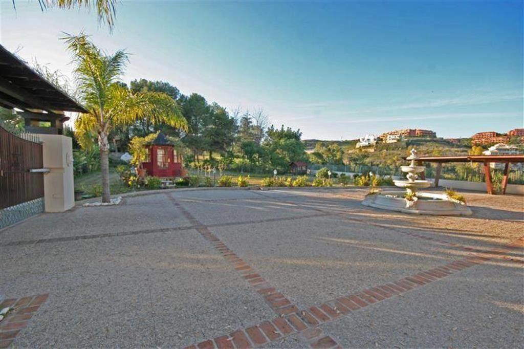 8 Bedroom Villa for Sale in Cancelada |