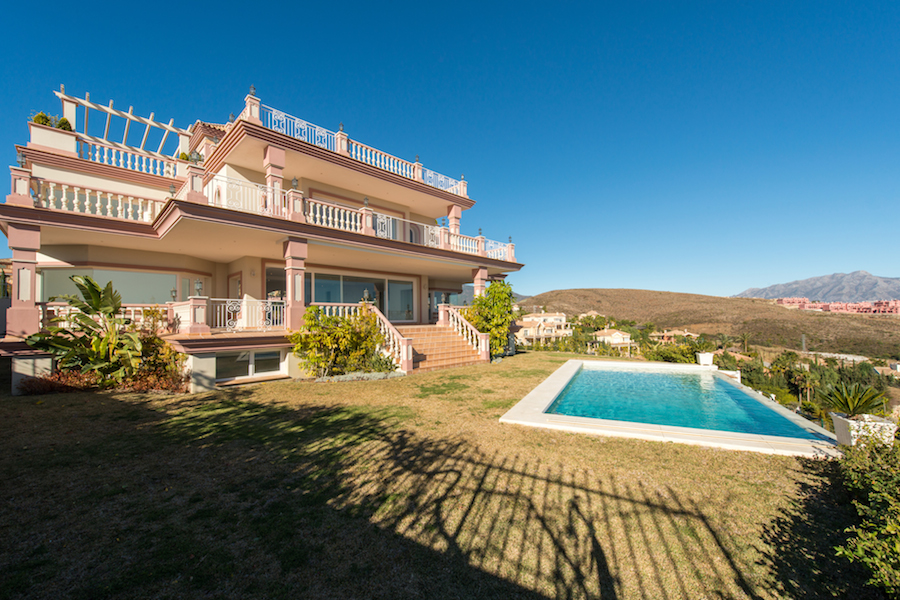 7 Bedroom contemporary villa for Sale in Benahavis |