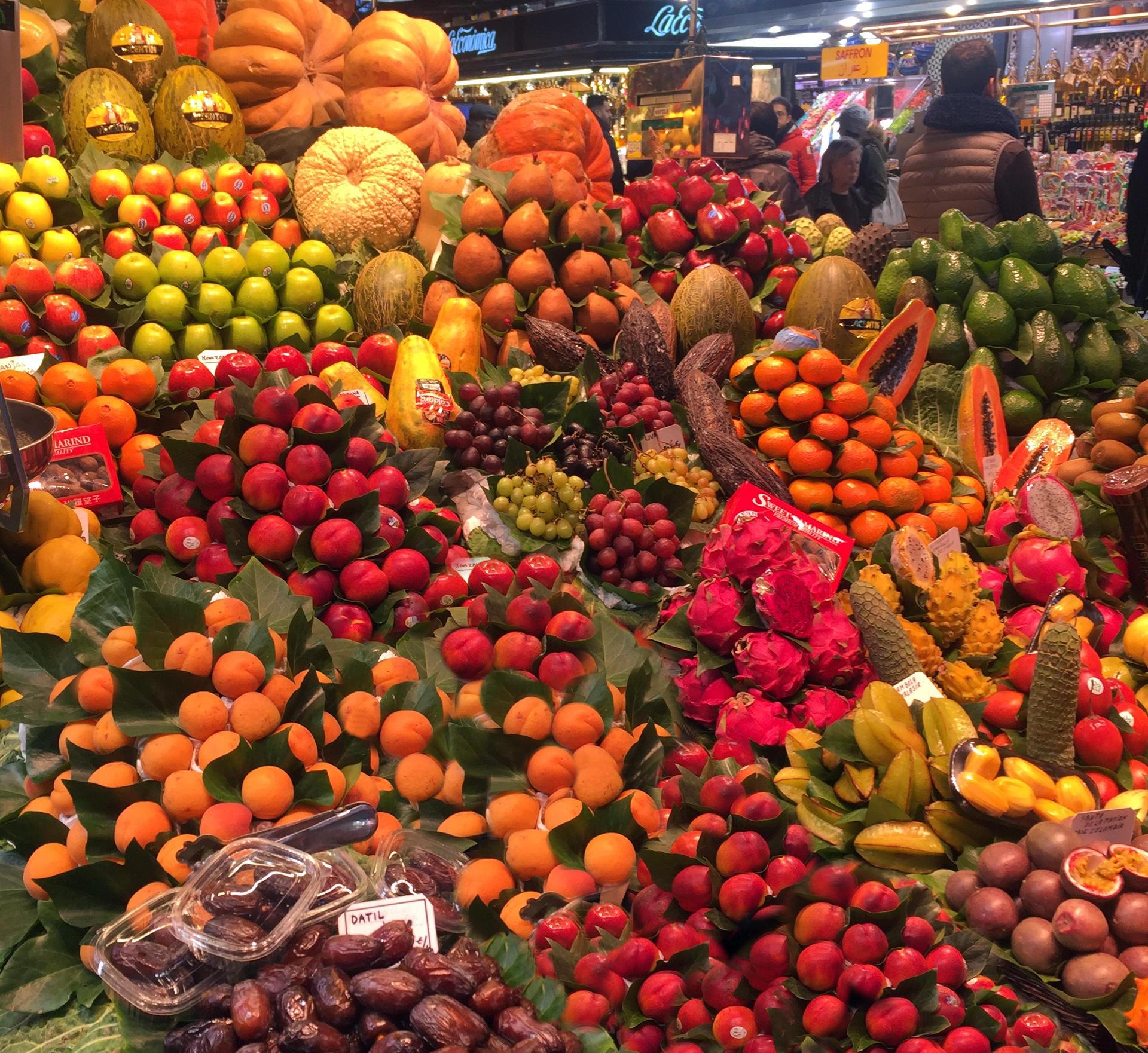 barcelona targ miejski la boqueria owoce iglawpodrozy