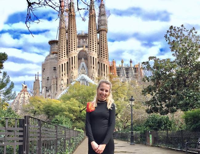 barcelona sagrada familia sukienka papuga iglawpodrozy igla nosi