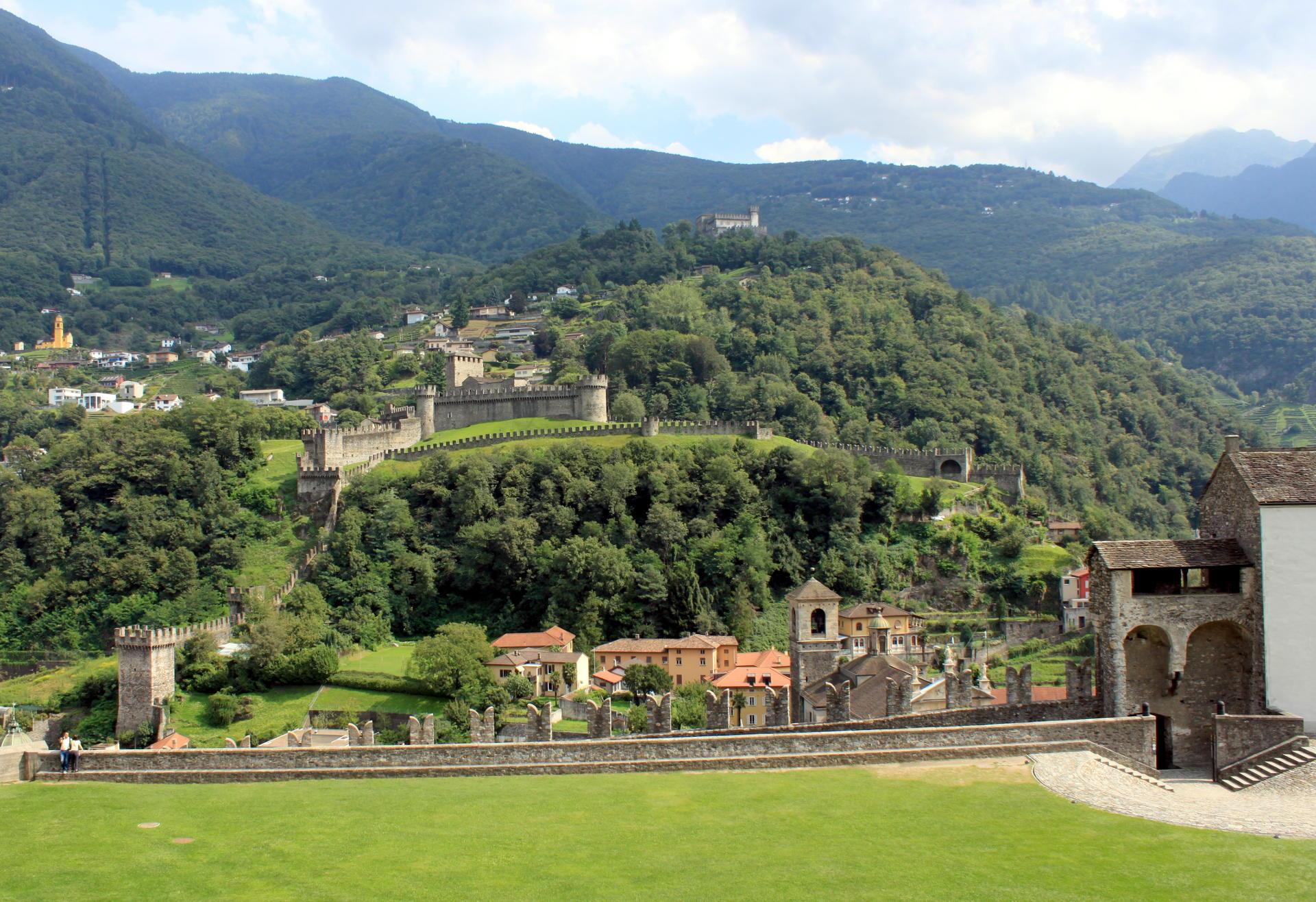 Bellinzona widok na miasto i zamki iglawpodrozy