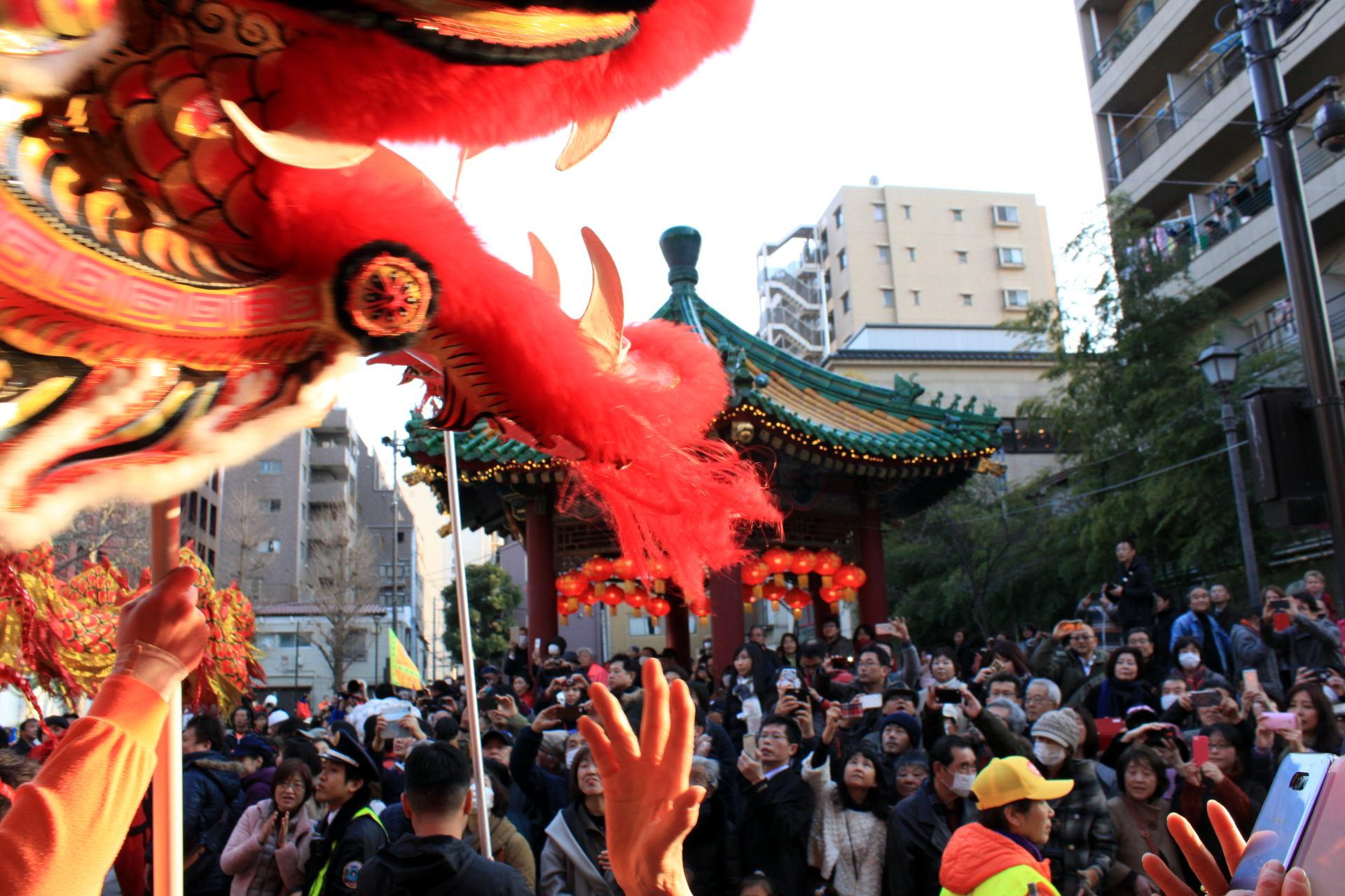 yokohama chinatown new year dziewczynka nowy rok parada iglawpodrozy