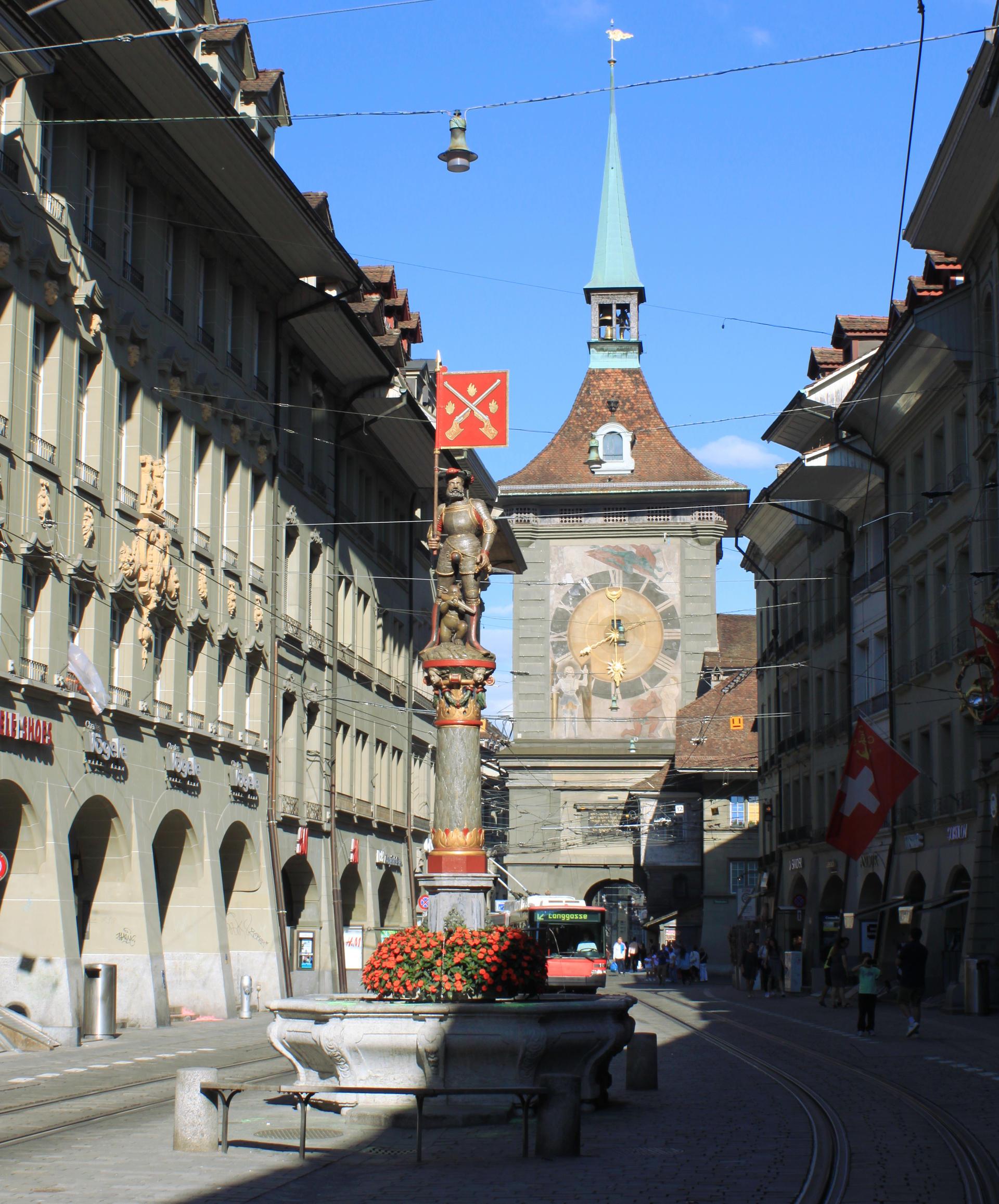 szwajcaria berno bern widok bramamiasta figurka kamienice zegar wiezazegarowa staremiasto stolica iglawpodrozy