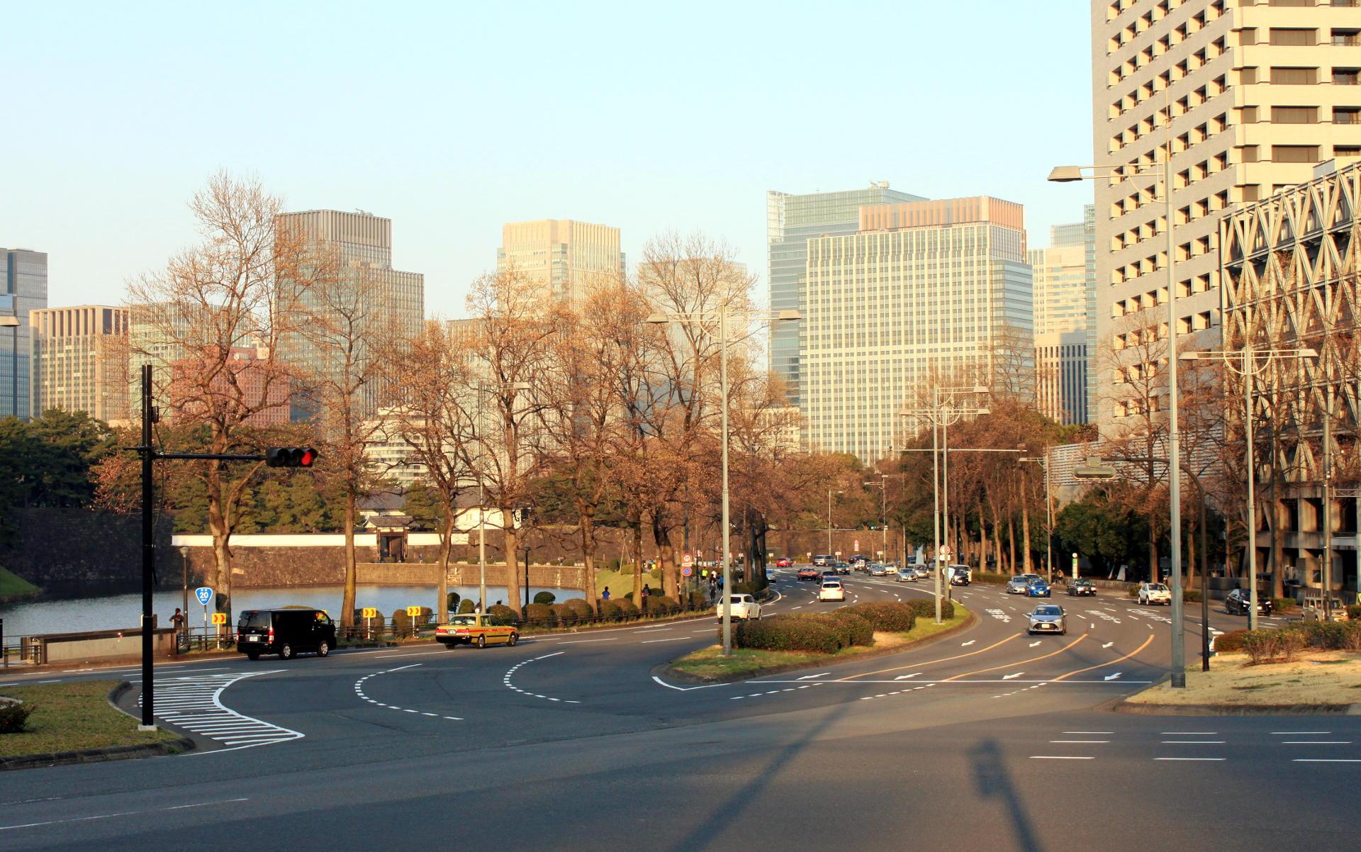 dzielnica Chiyoda Tokio widok ulice iglawpodrozy