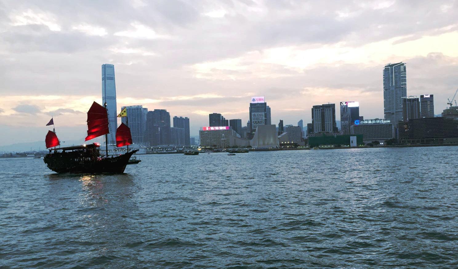 hongkong statek wiezowce iglawpodrozy
