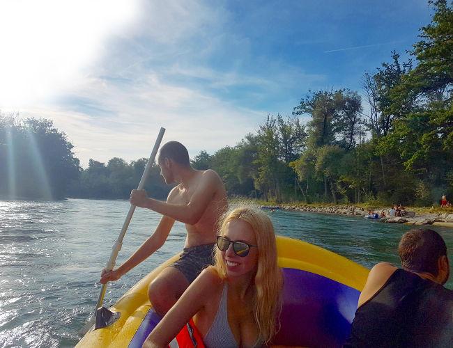 szwajcaria, berno splyw pontonem rzeka aare iglawpodrozy