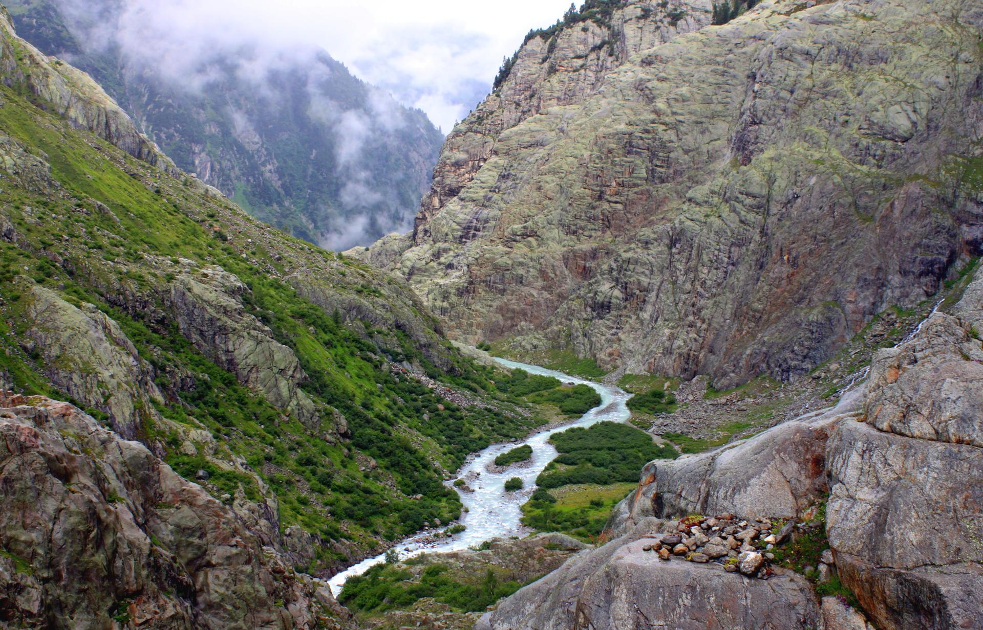 Alpy Szwajcarskie szlak do mostu nad jeziorem Trift iglawpodrozy