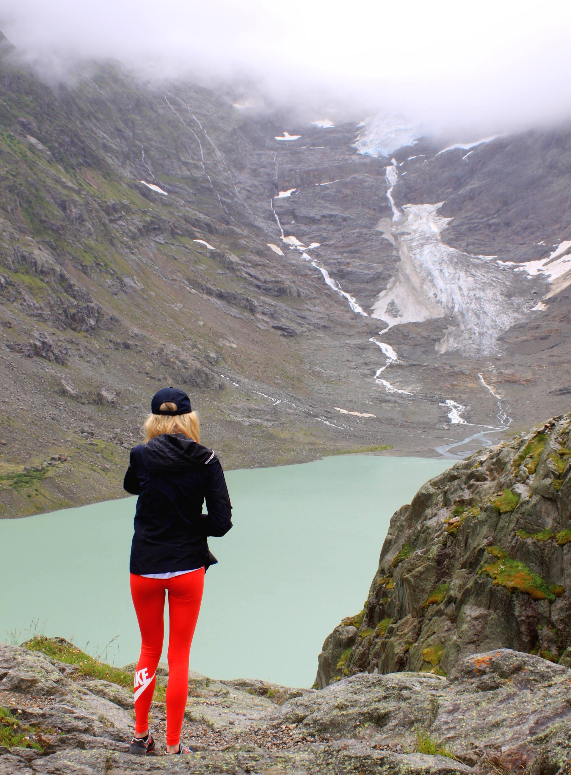 jezioro Trift w alpach szwajcarskich iglawpodrozy