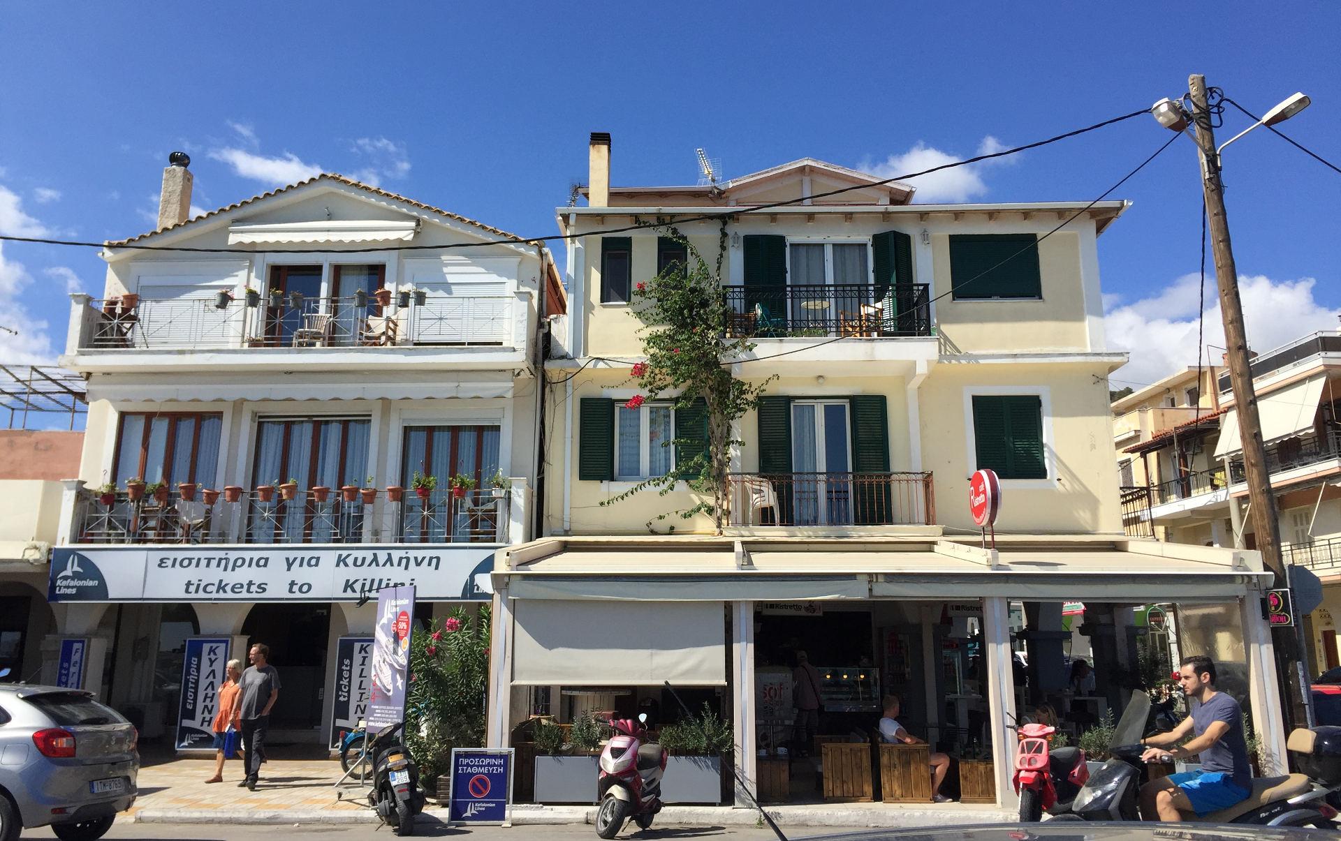 miasto zakynthos grecja budynki ulice iglawpodrozy