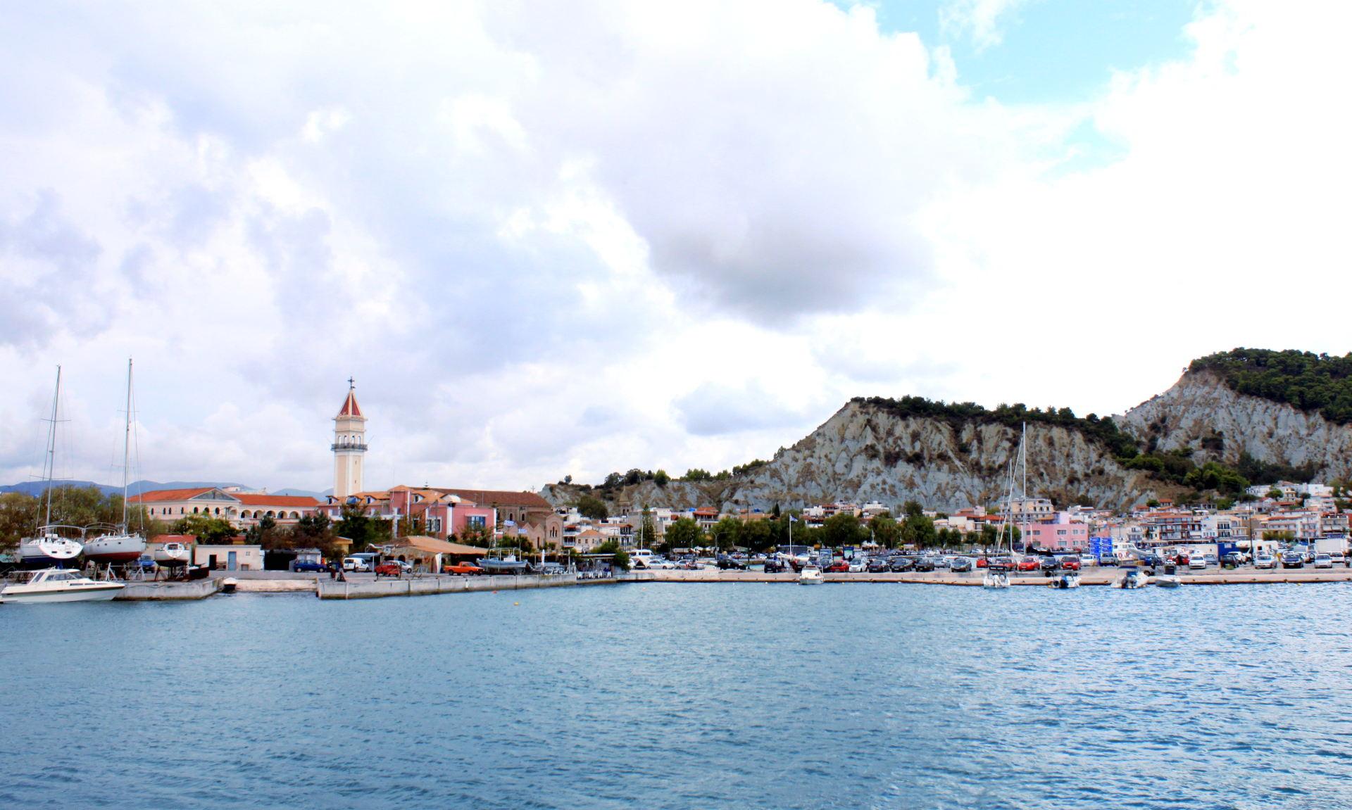 widok na miasto zakynthos grecja iglawpodrozy
