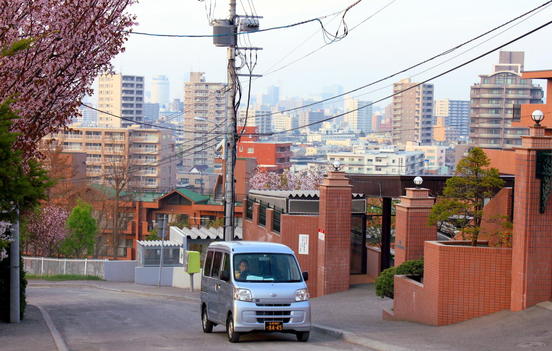 japonia sapporo ulica widoksapporo japonskieauto iglawpodrozy
