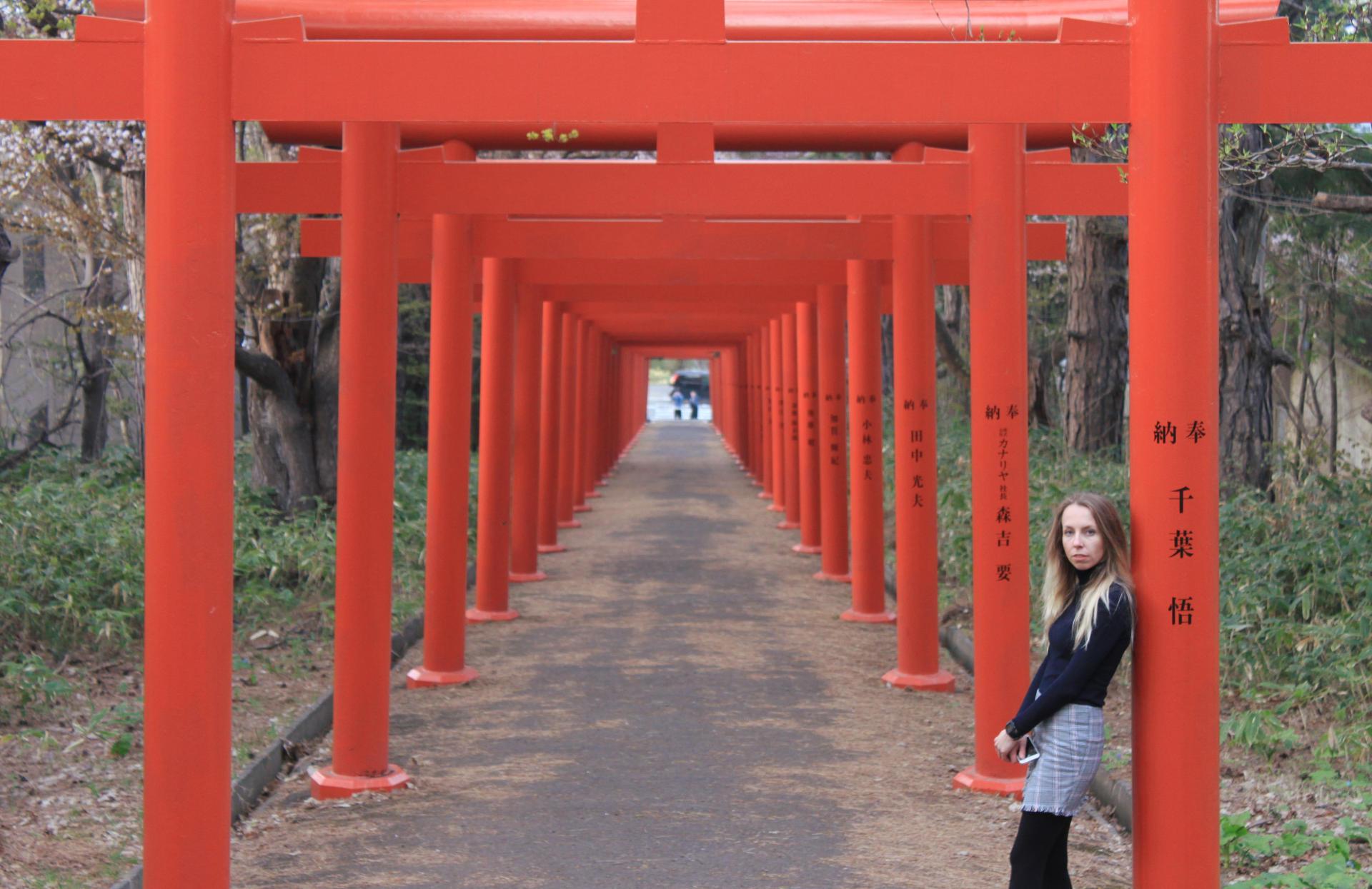 japonia hokkaido sapporo swiatyniajaponska czerwonebramyjaponia czerwonebramysapporo fushimiinarishrine iglawpodrozy