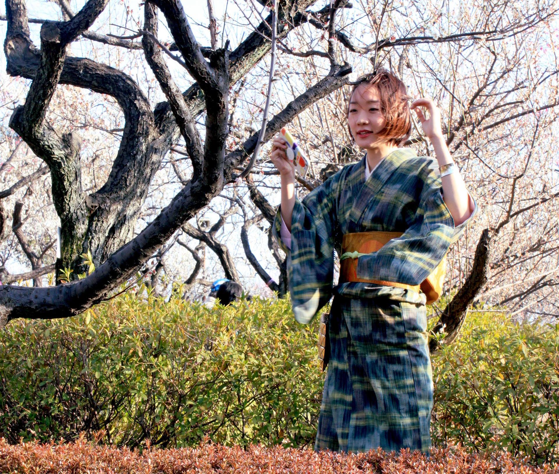 tokio japonia tokyo japan park kwitnacawisnia kwiaty cherryblossom hanami sakura springinjapan wiosnawjaponii iglawpodrozy kimono plumblossom kwitnacasliwka
