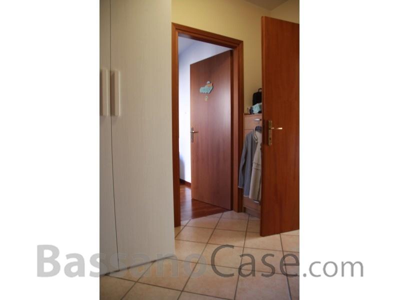GRAZIOSA ABITAZIONE CON GIARDINO IN VENDITA A ROMANO D'EZZELINO - Foto 9 di 17