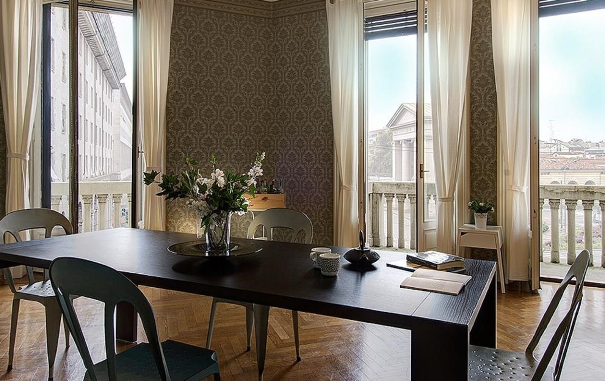 dining area with views of Porta Ticinese