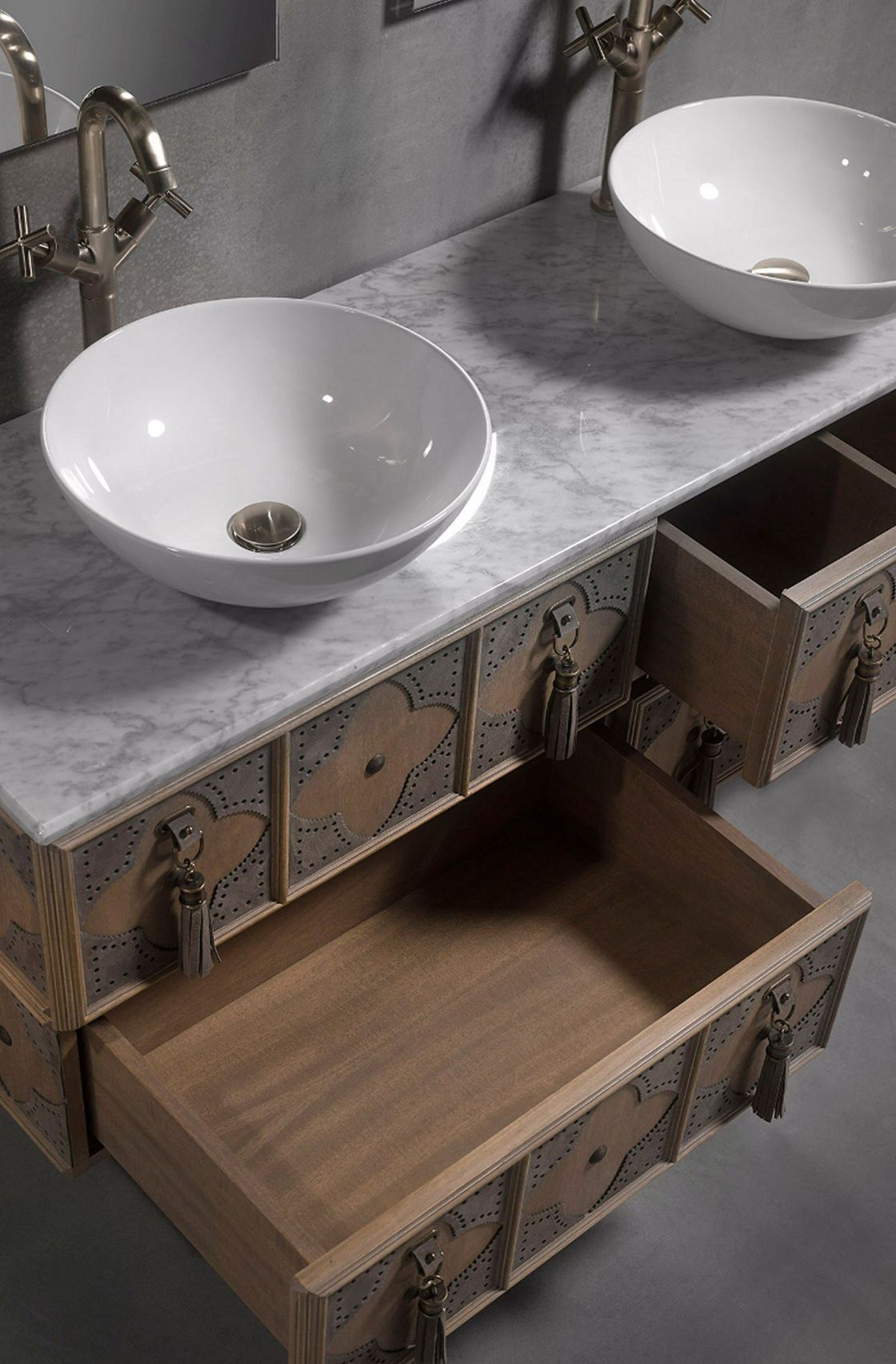 ארון אמבטיה ייחודי ולנטינה בגוון …