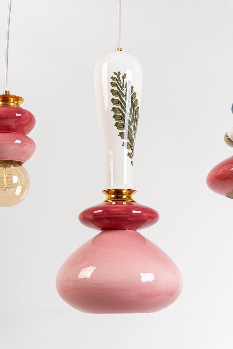 מנורה קרמית ורודה