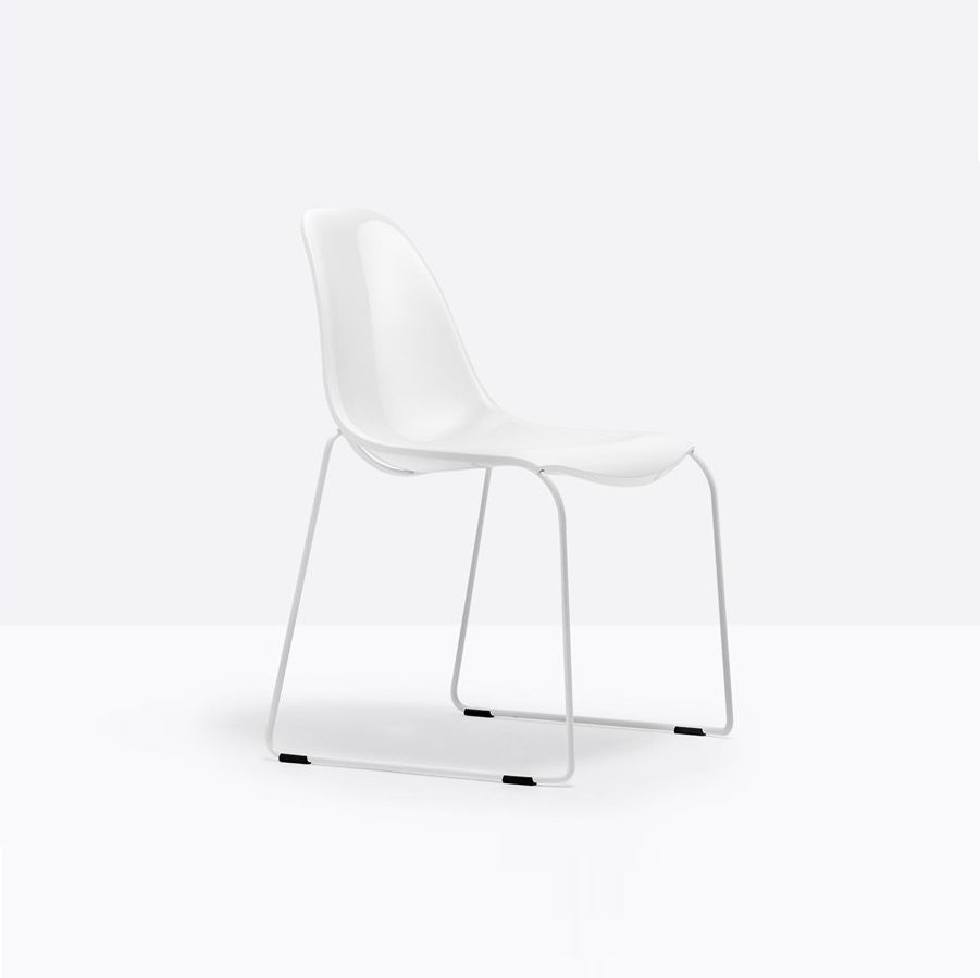 כסא אוכל בצבע לבן