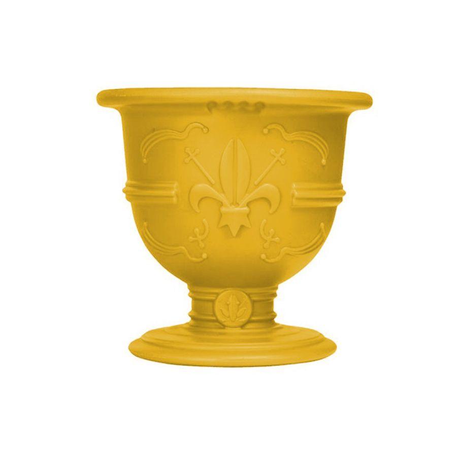 כלי רב תחליתי, מעציץ, אגרטל ועד כלי הגשה לשתיה בצבע צהוב