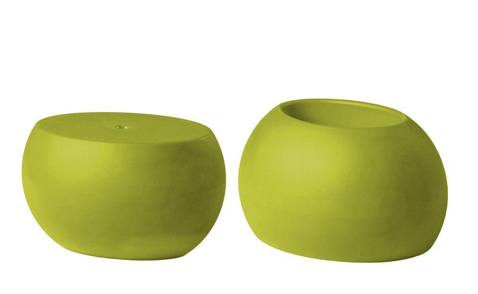 שולחן צד בעיצובו של קארים ראשיד בצבע ירוק