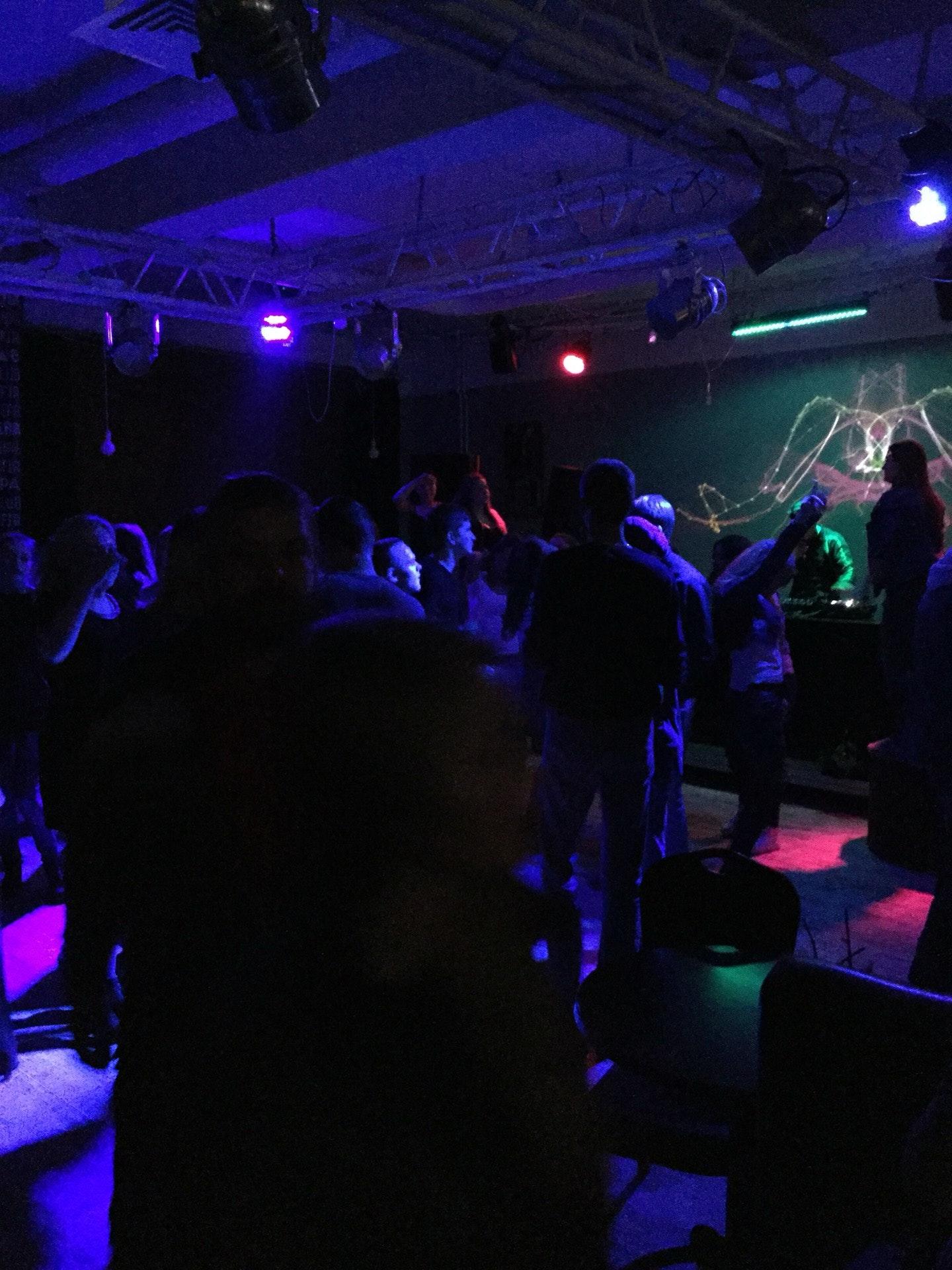 Ночной клуб эфир дам денег на ночной клуб