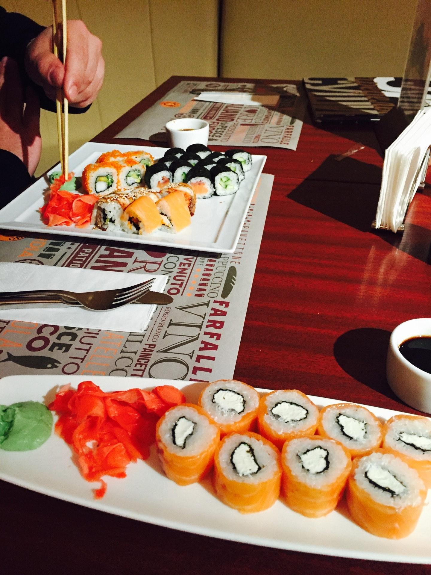 количеству свидетелей, фото кухни суши на вынос фото справа