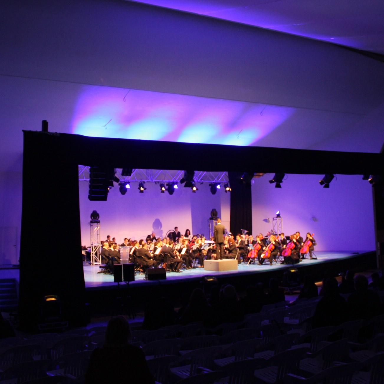 Taburete concierto valencia s lo otra imagen de muebles for Entradas concierto taburete