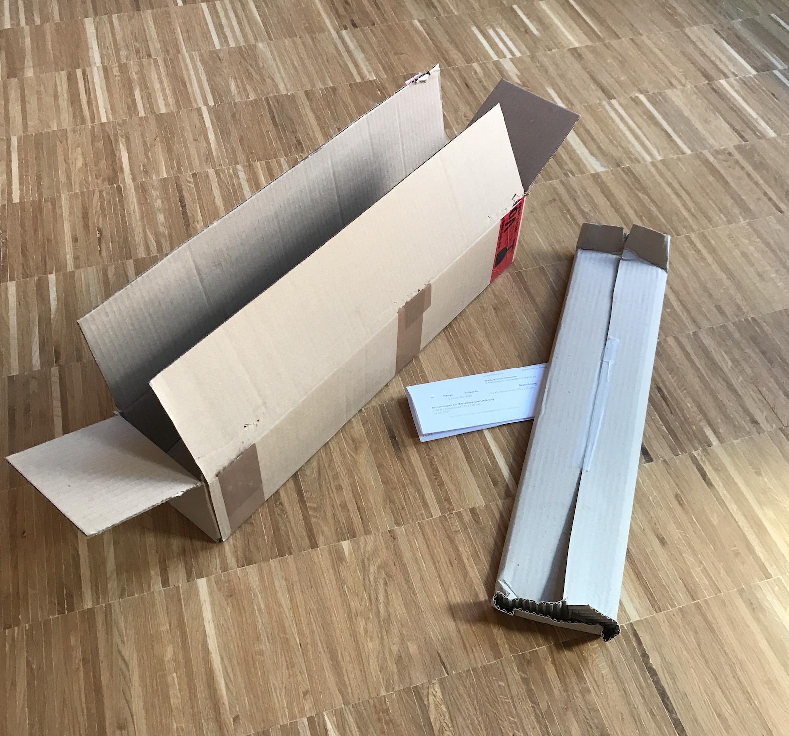 Autokennzeichen in einer sicheren Verpackung