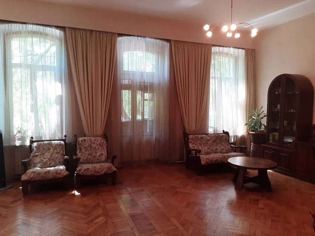 5-комнатная квартира, 160.00 м2, 148050 у.е.