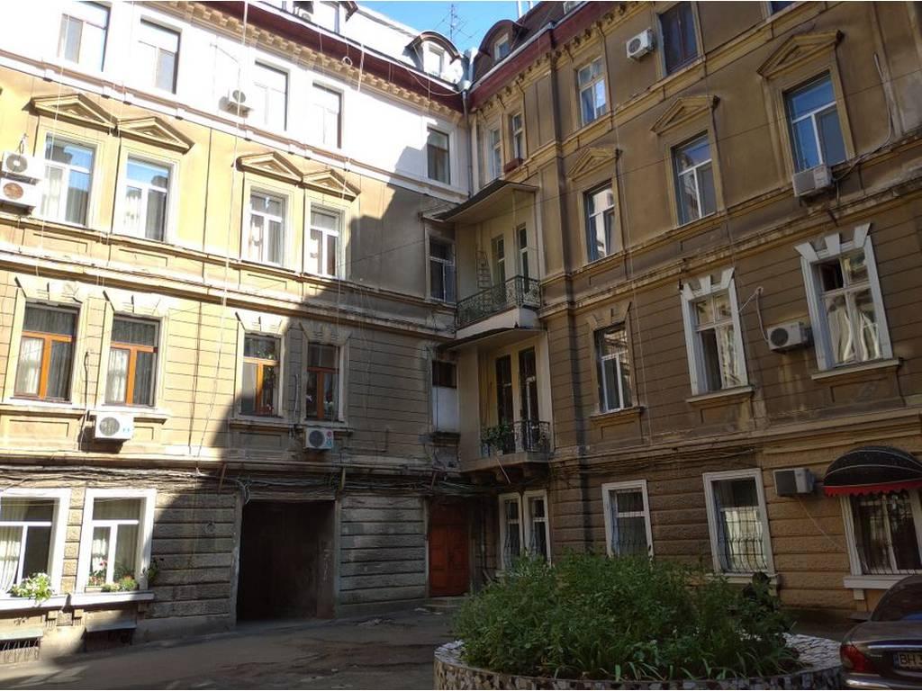6-комнатная квартира, 138.00 м2, 206900 у.е.