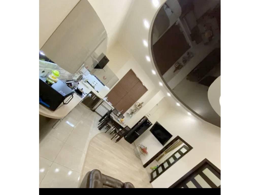 2-комнатная квартира, 90.00 м2, 60000 у.е.