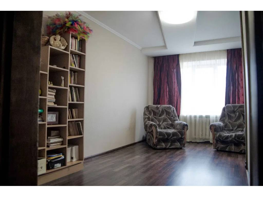 5-комнатная квартира, 100.00 м2, 63000 у.е.