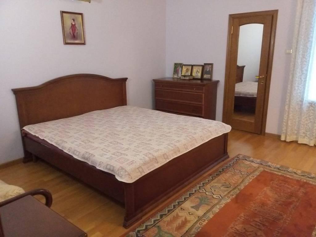 5-комнатная квартира, 150.00 м2, 90000 у.е.