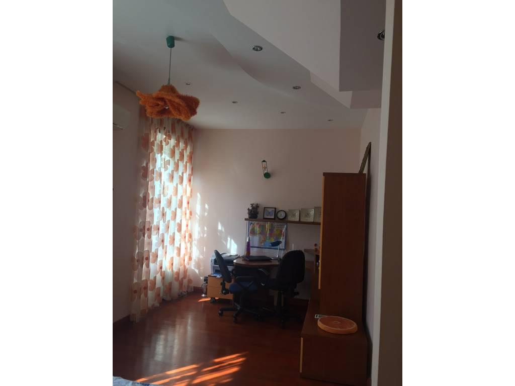2-комнатная квартира, 170.00 м2, 235000 у.е.