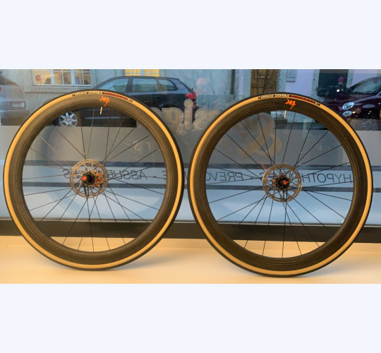 Roues TUNE Schwarzbrenner 45 Disc Skyline carbone roulement ceramic