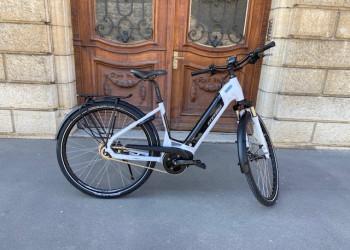 Fabien Bike Vélo électrique Stevens E-Courrier PT5, taille 46, occasion 34 km au compteur  (Blanc-noir)  (Unitaire)
